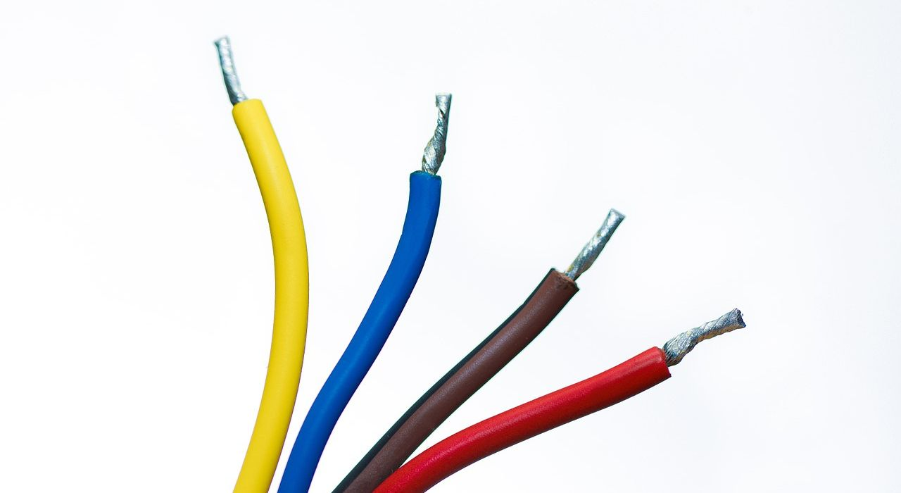 cables-1080555_1280.jpg