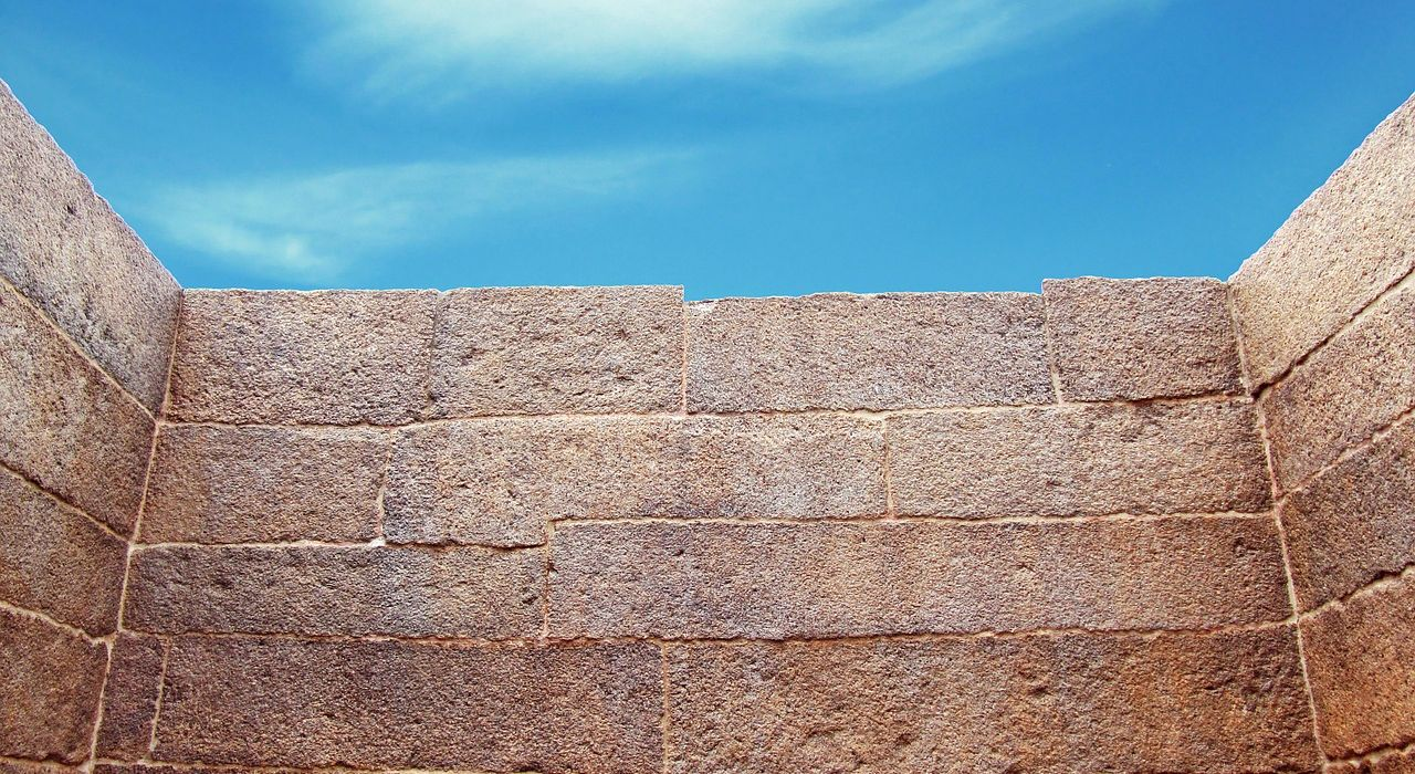 wall-644468_1280.jpg